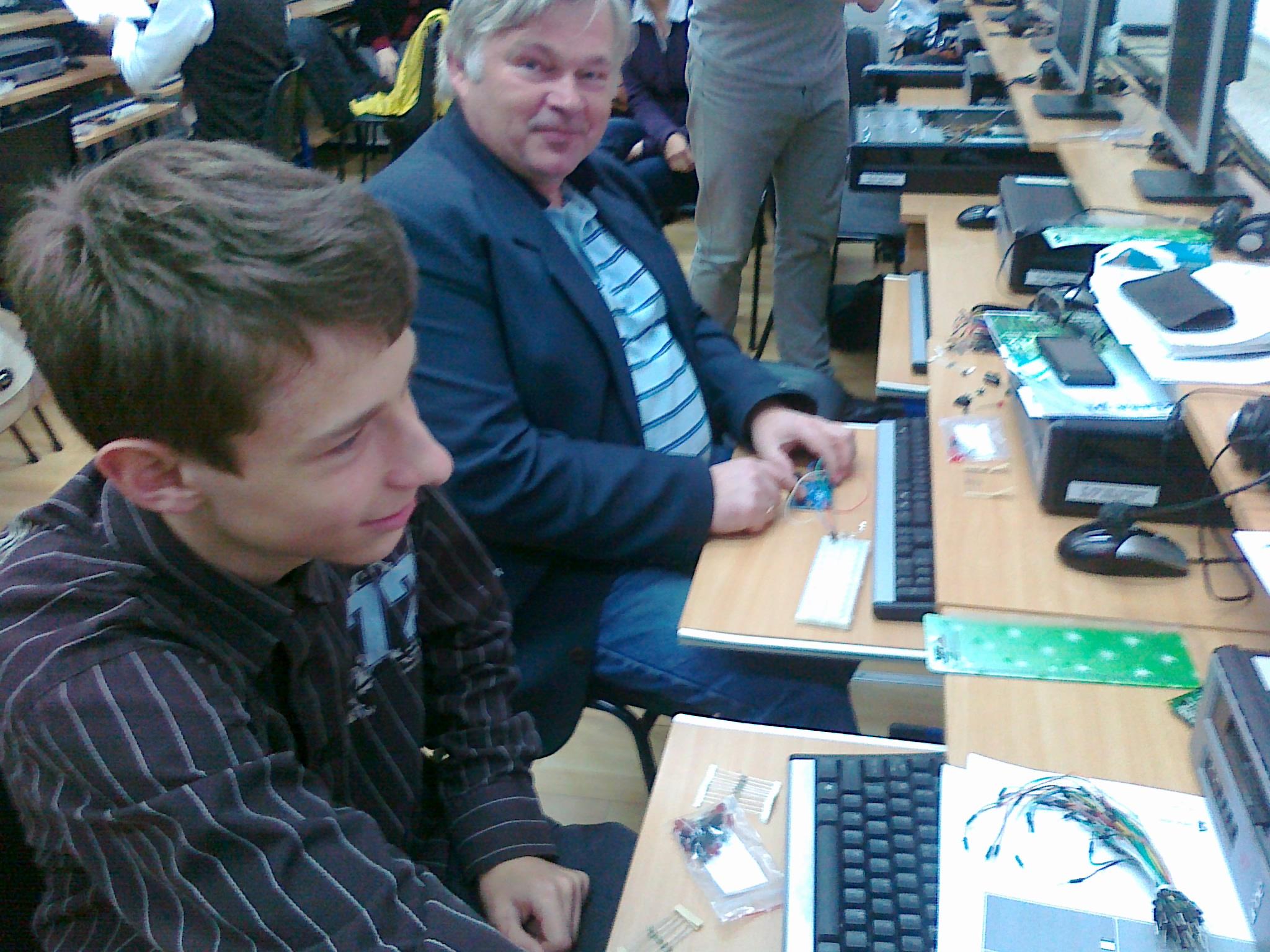 Nauczanie przedmiotów InfoTechnicznych w oparciu o Wolne i Otwarte Oprogramowanie